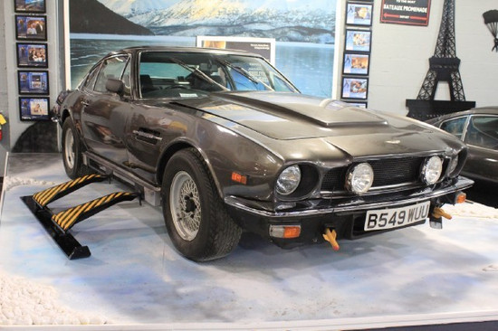 1976_aston_martin_v8_james_bond640x